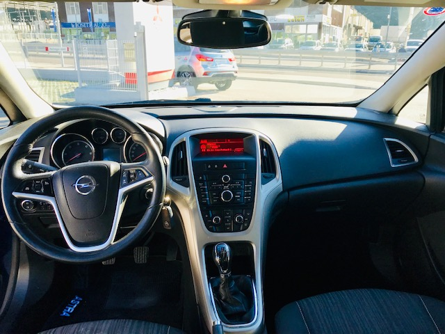 Opel - ASTRA 1700 CDTI SPORT TOURER  ELECTIVE - Km 205990 - Euro 4900